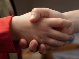 handshake-1471563_960_720